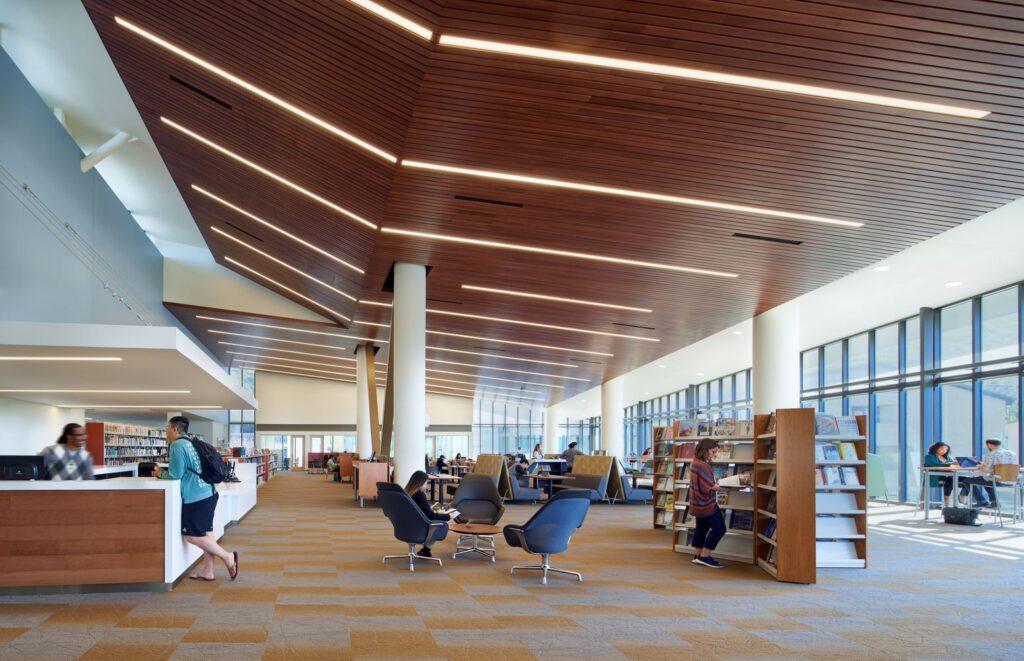 نمای داخلی کتابخانه
