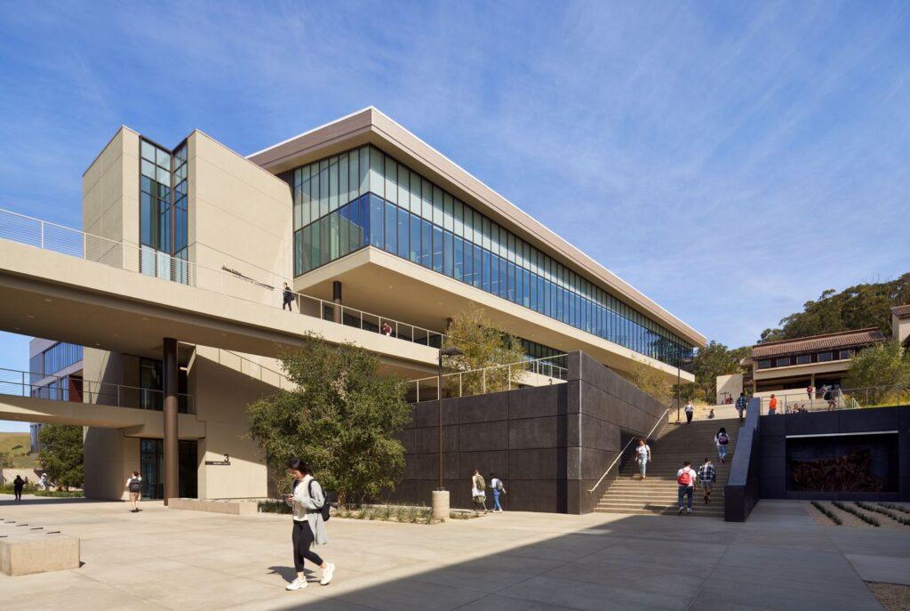 نمای دانشگاه